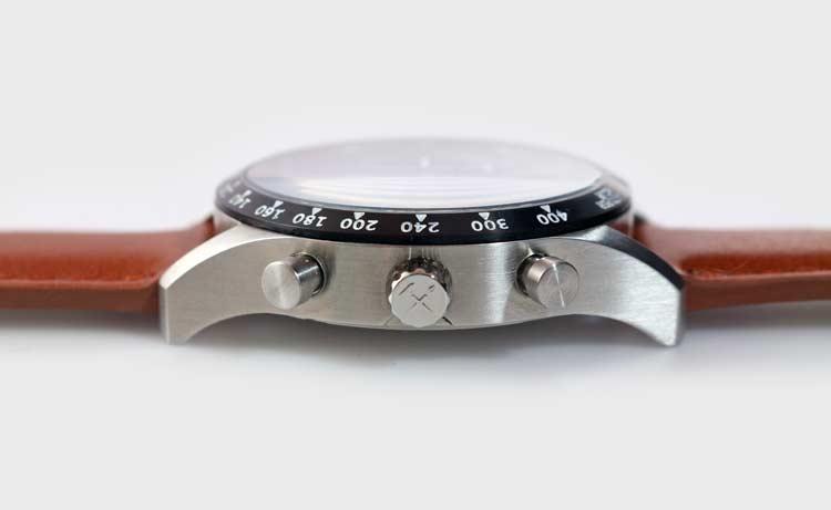 Đồng hồ đeo tay giá rẻ dành cho dân mê xe đua - Ảnh 8.