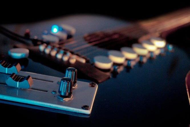 Guitar điện tử siêu việt kết hợp mọi loại nhạc cụ trong một - Ảnh 6.