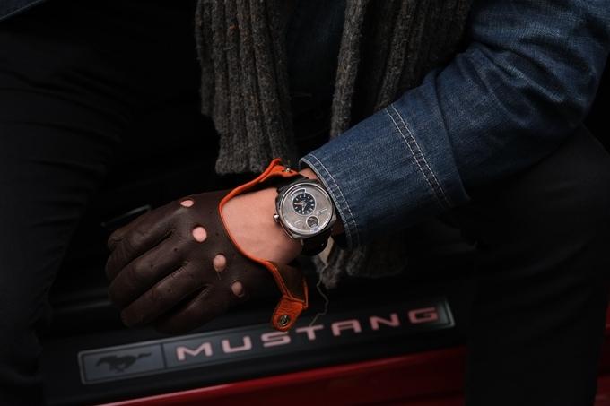 Đồng hồ lịch lãm được làm từ vỏ xe hơi Mustang cổ - Ảnh 7.