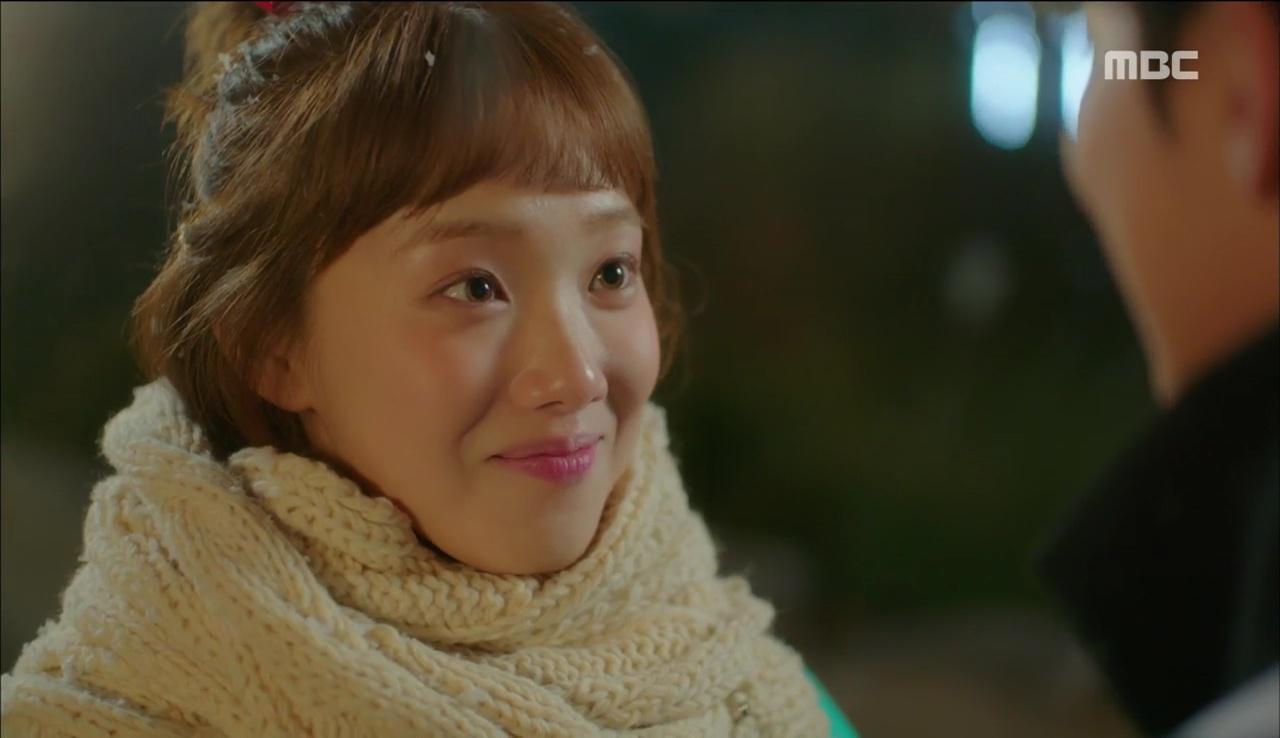 """""""Tiên Nữ Cử Tạ"""": Fan phát rồ với nụ hôn liên hoàn dưới tuyết của cặp đôi Joo Hyuk – Sung Kyung - Ảnh 2."""