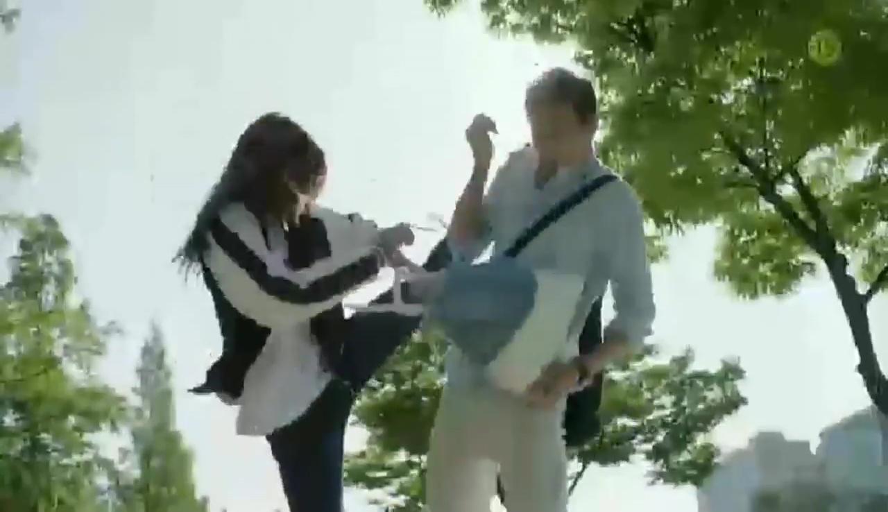 """Park Shin Hye """"hổ báo"""" bẻ tay, tung cước trong teaser mới của """"Doctors"""" - Ảnh 4."""