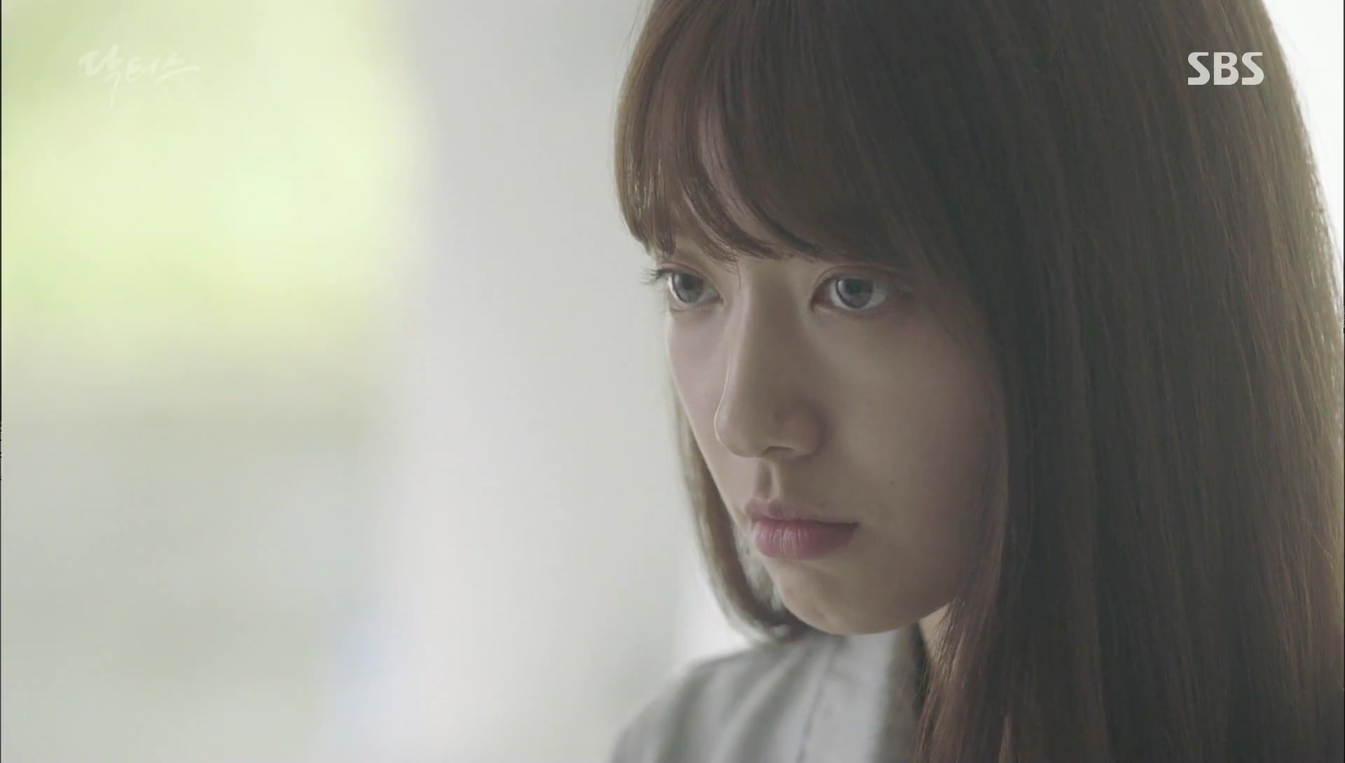 """""""Doctors"""": Kim Rae Won có thật sự cho Park Shin Hye ăn roi mây? - Ảnh 2."""