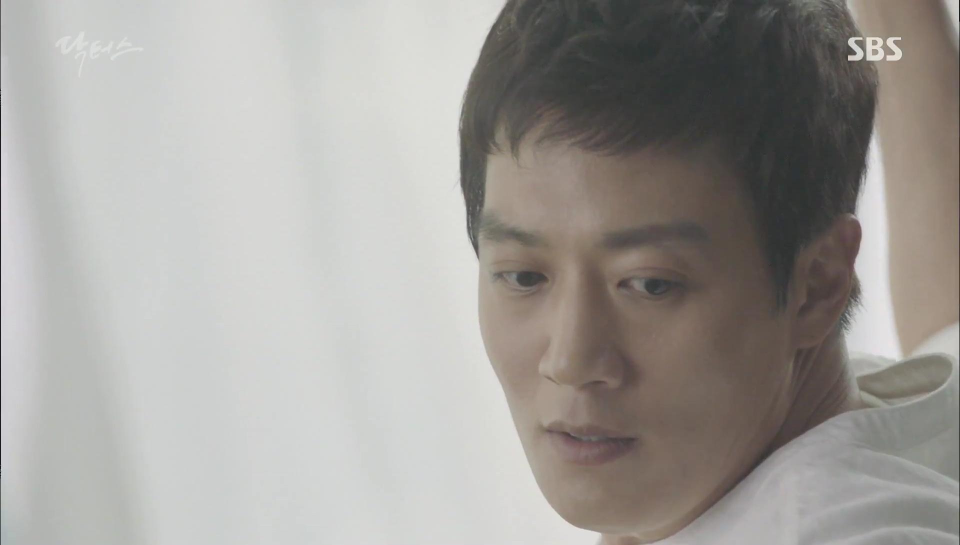 """""""Doctors"""": Kim Rae Won có thật sự cho Park Shin Hye ăn roi mây? - Ảnh 3."""