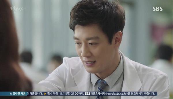 """""""Doctors"""": Vừa từ chối Lee Sung Kyung, Yoon Kyun Sang đã bị bà cô cưa cẩm - Ảnh 8."""