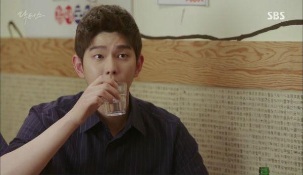 Doctors: Tí nữa thôi, Kim Rae Won – Park Shin Hye đã có cảnh giường chiếu - Ảnh 12.