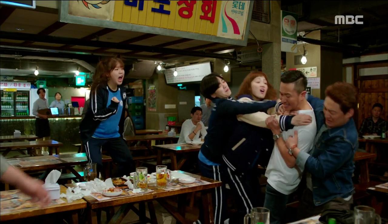 """""""Tiên Nữ Cử Tạ"""": Nam Joo Hyuk nổi máu anh hùng, không ngại ẩu đả vì Lee Sung Kyung - Ảnh 3."""