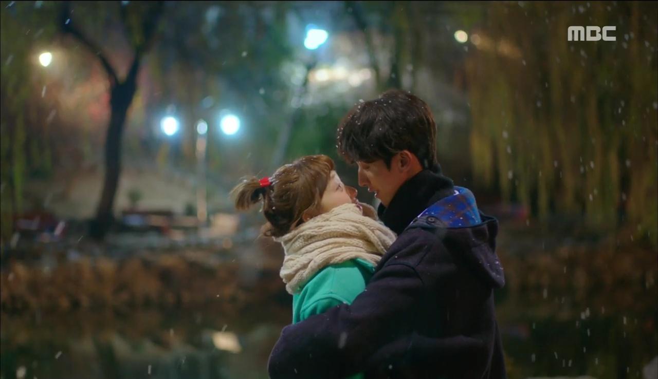 """""""Tiên Nữ Cử Tạ"""": Fan phát rồ với nụ hôn liên hoàn dưới tuyết của cặp đôi Joo Hyuk – Sung Kyung - Ảnh 5."""