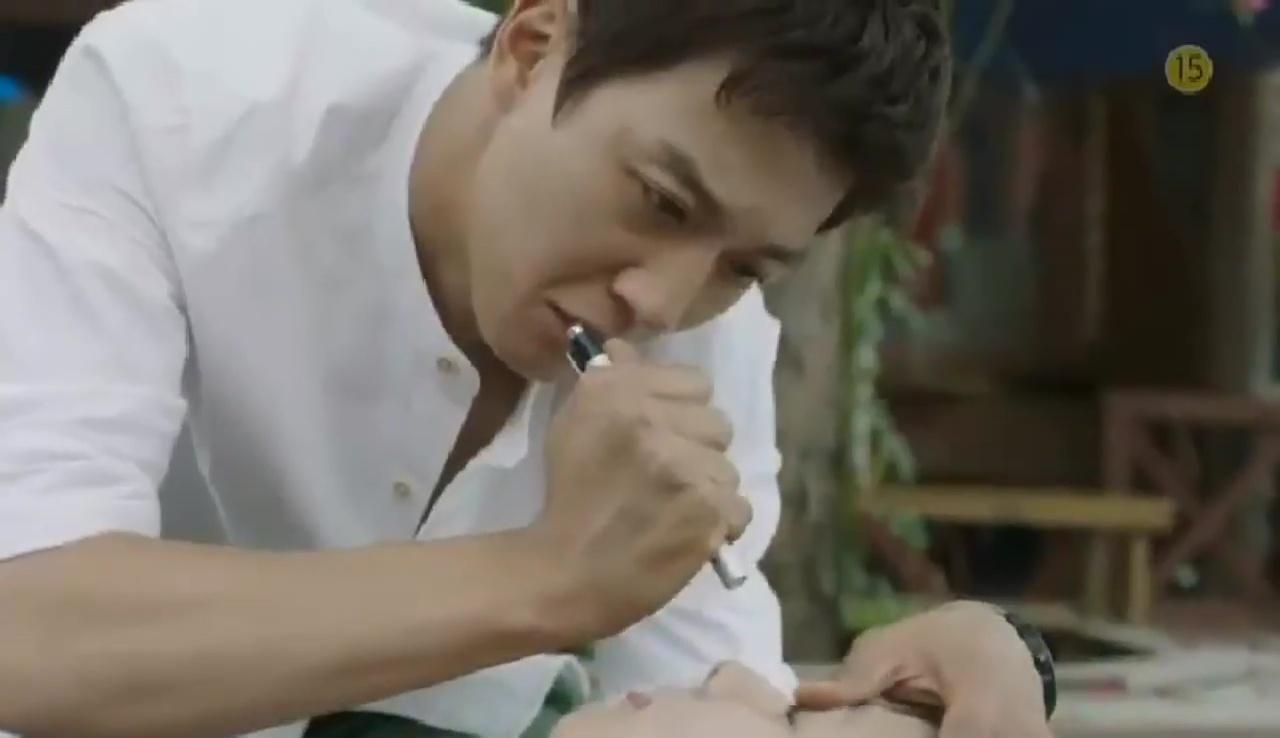 """Park Shin Hye """"hổ báo"""" bẻ tay, tung cước trong teaser mới của """"Doctors"""" - Ảnh 7."""