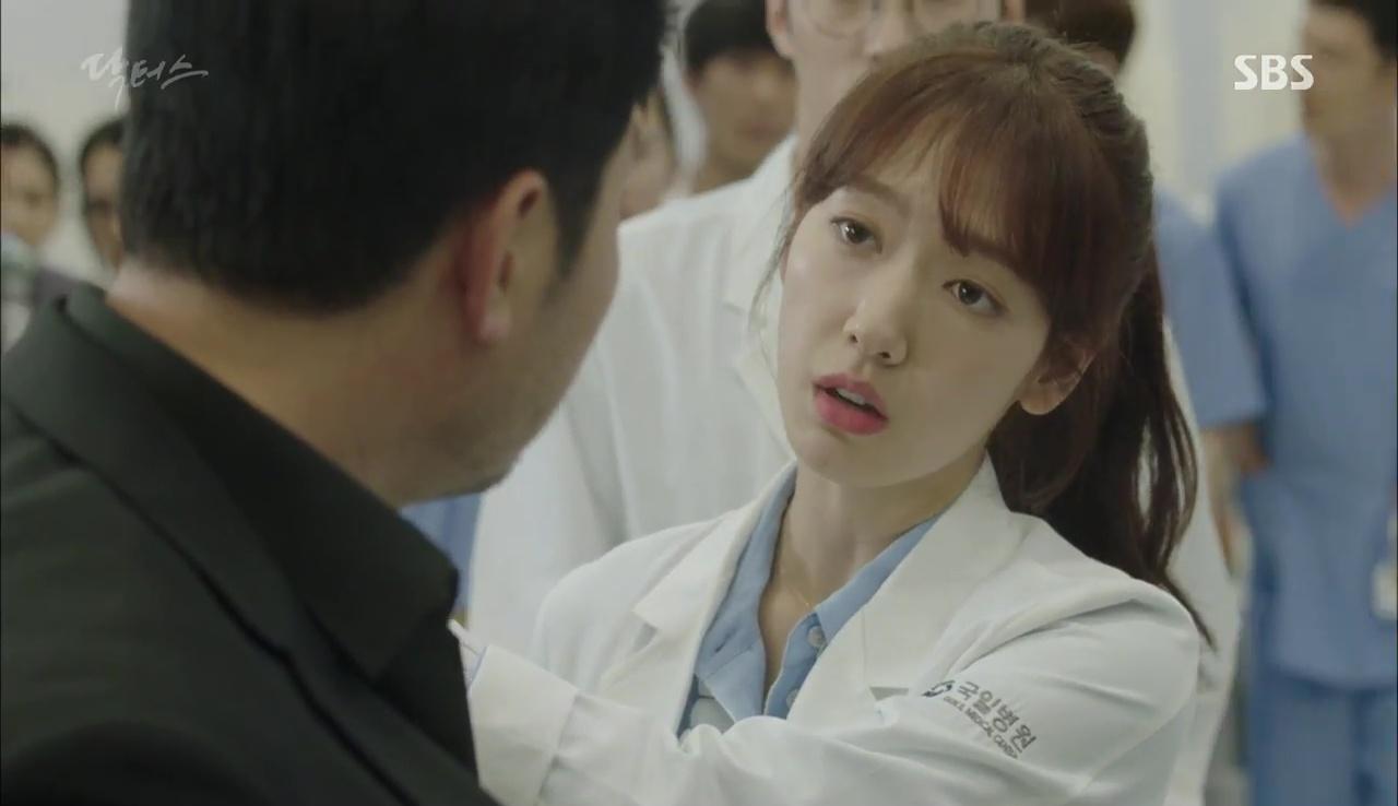 """""""Doctors"""": Kim Rae Won có thật sự cho Park Shin Hye ăn roi mây? - Ảnh 6."""