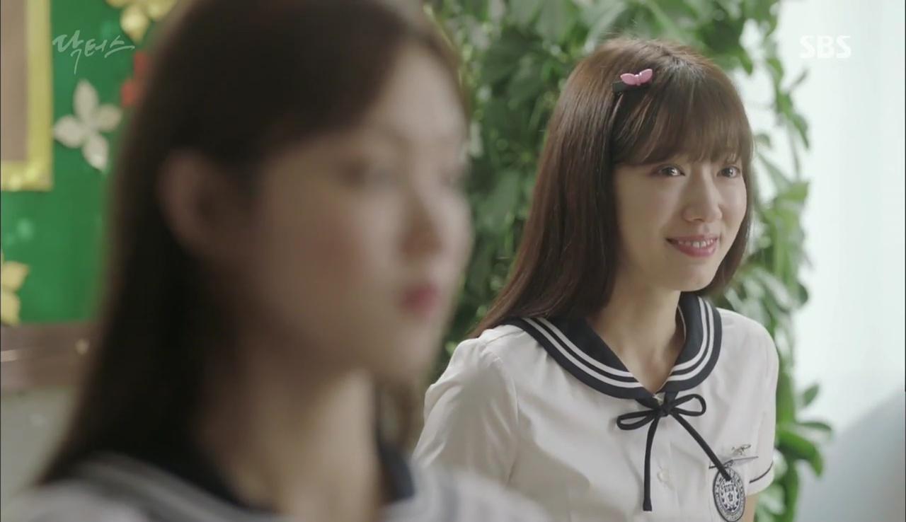 """""""Doctors"""": Lee Sung Kyung phát ghen với Park Shin Hye vì bạn được thầy khen - Ảnh 6."""
