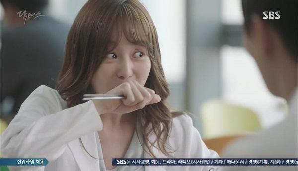 """""""Doctors"""": Vừa từ chối Lee Sung Kyung, Yoon Kyun Sang đã bị bà cô cưa cẩm - Ảnh 10."""