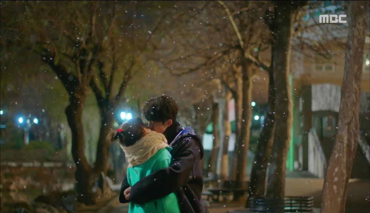 """""""Tiên Nữ Cử Tạ"""": Fan phát rồ với nụ hôn liên hoàn dưới tuyết của cặp đôi Joo Hyuk – Sung Kyung - Ảnh 7."""