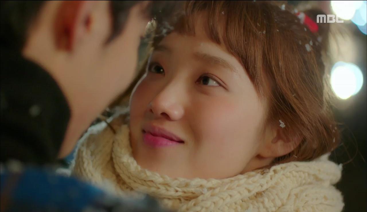 """""""Tiên Nữ Cử Tạ"""": Fan phát rồ với nụ hôn liên hoàn dưới tuyết của cặp đôi Joo Hyuk – Sung Kyung - Ảnh 8."""
