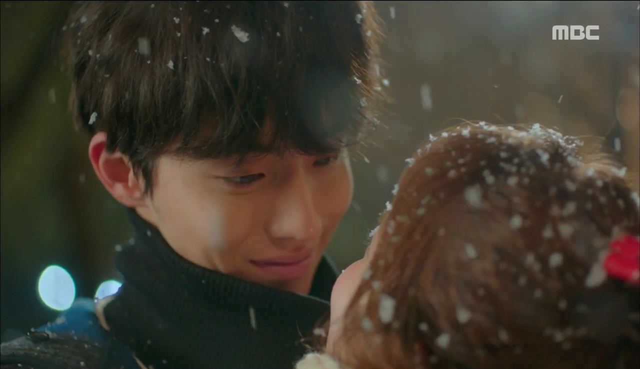 """""""Tiên Nữ Cử Tạ"""": Fan phát rồ với nụ hôn liên hoàn dưới tuyết của cặp đôi Joo Hyuk – Sung Kyung - Ảnh 9."""