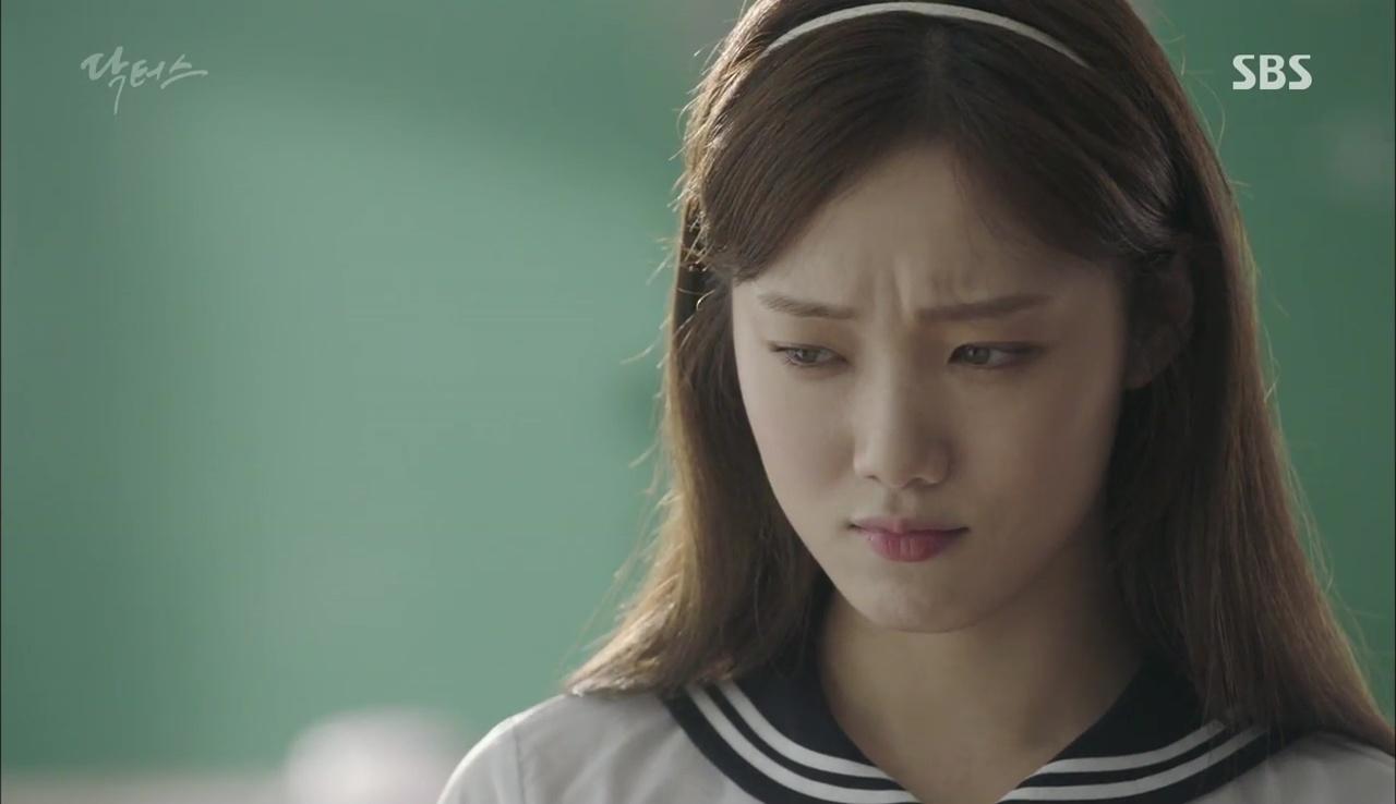 """""""Doctors"""": Lee Sung Kyung phát ghen với Park Shin Hye vì bạn được thầy khen - Ảnh 12."""