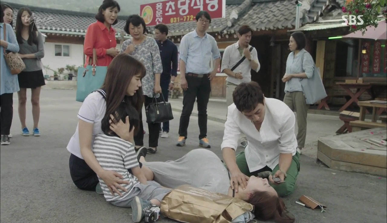 """""""Doctors"""": Lee Sung Kyung phát ghen với Park Shin Hye vì bạn được thầy khen - Ảnh 15."""