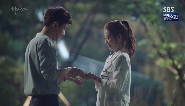 """""""Doctors"""": Vừa từ chối Lee Sung Kyung, Yoon Kyun Sang đã bị bà cô cưa cẩm - Ảnh 14."""