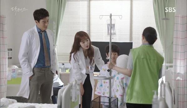 Doctors: Tí nữa thôi, Kim Rae Won – Park Shin Hye đã có cảnh giường chiếu - Ảnh 27.