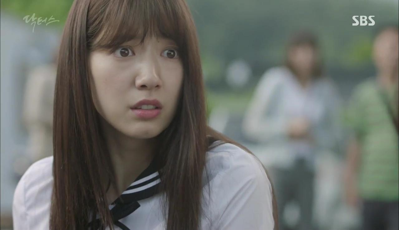 """""""Doctors"""": Lee Sung Kyung phát ghen với Park Shin Hye vì bạn được thầy khen - Ảnh 16."""
