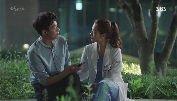 """""""Doctors"""": Vừa từ chối Lee Sung Kyung, Yoon Kyun Sang đã bị bà cô cưa cẩm - Ảnh 15."""