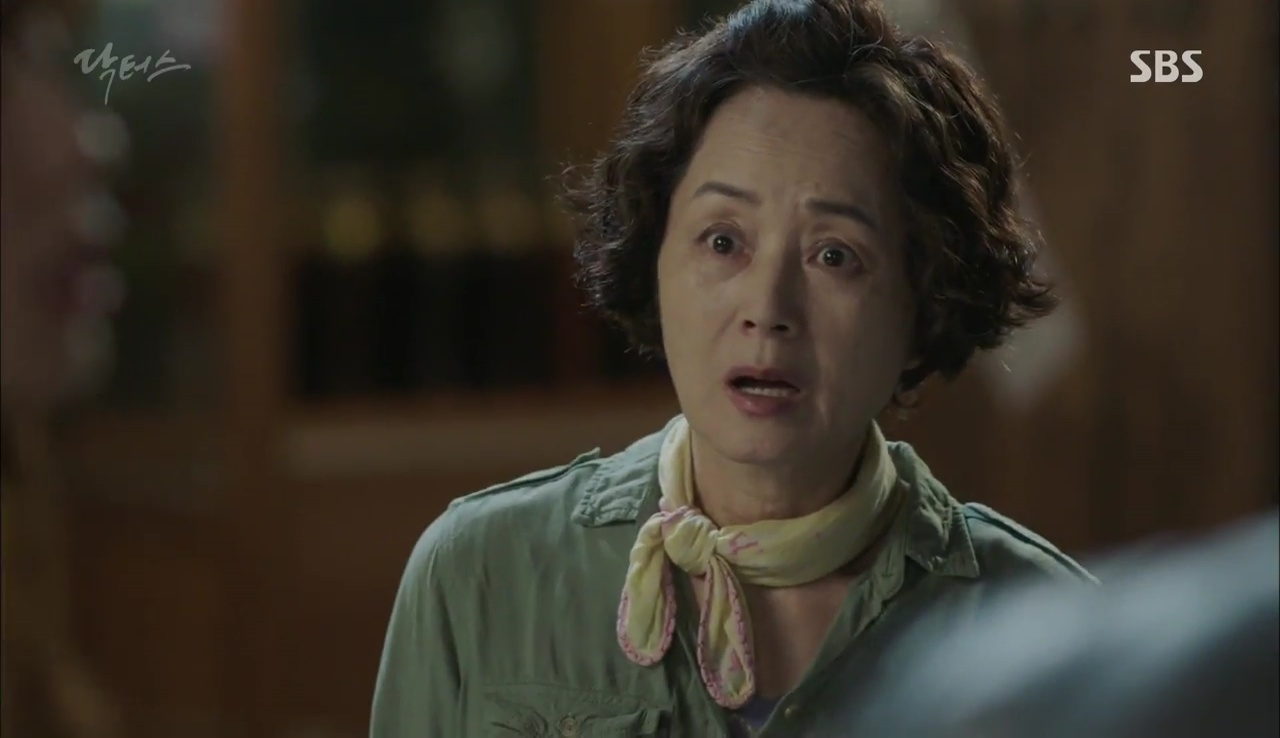 """""""Doctors"""": Kim Rae Won có thật sự cho Park Shin Hye ăn roi mây? - Ảnh 26."""
