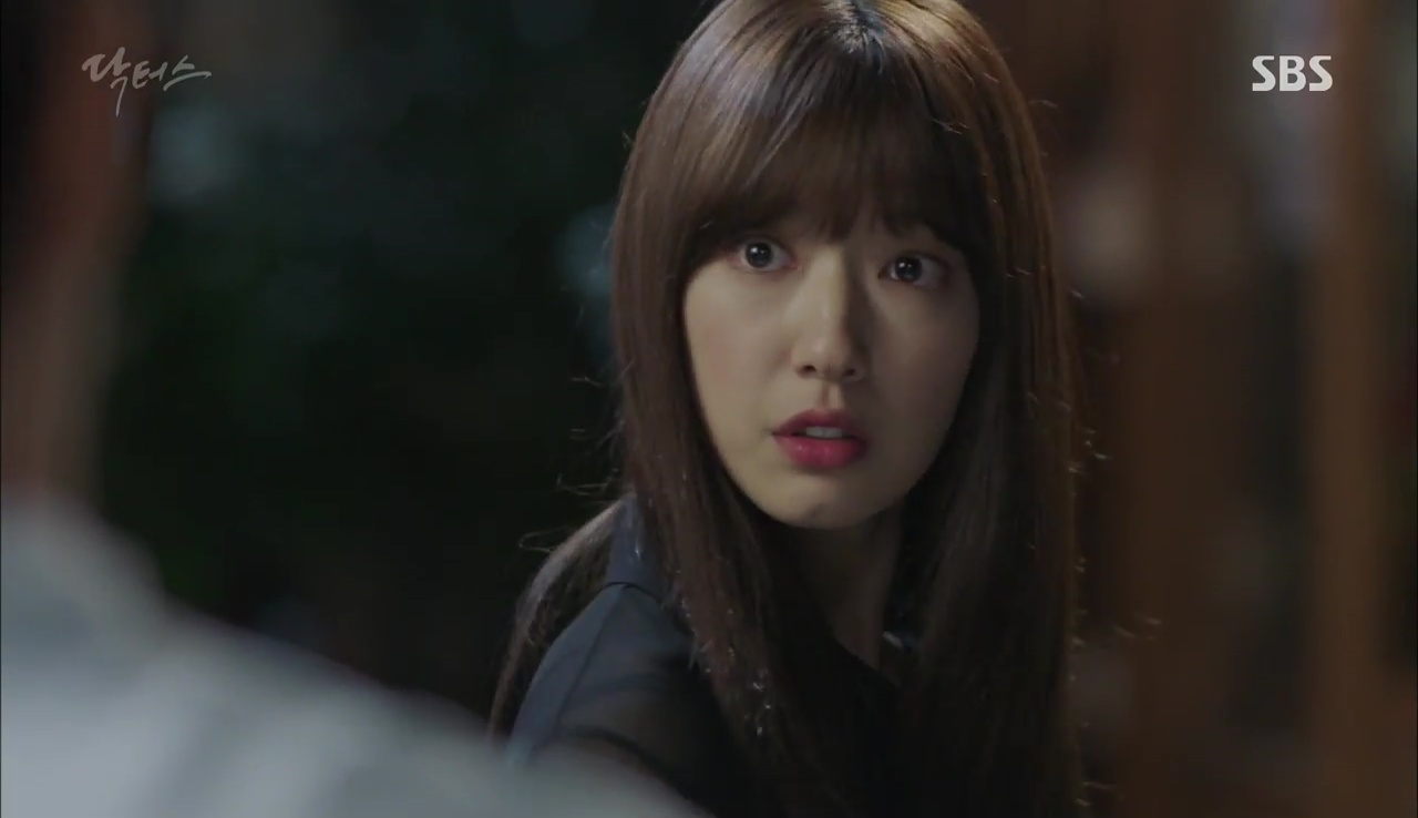 """""""Doctors"""": Kim Rae Won có thật sự cho Park Shin Hye ăn roi mây? - Ảnh 27."""