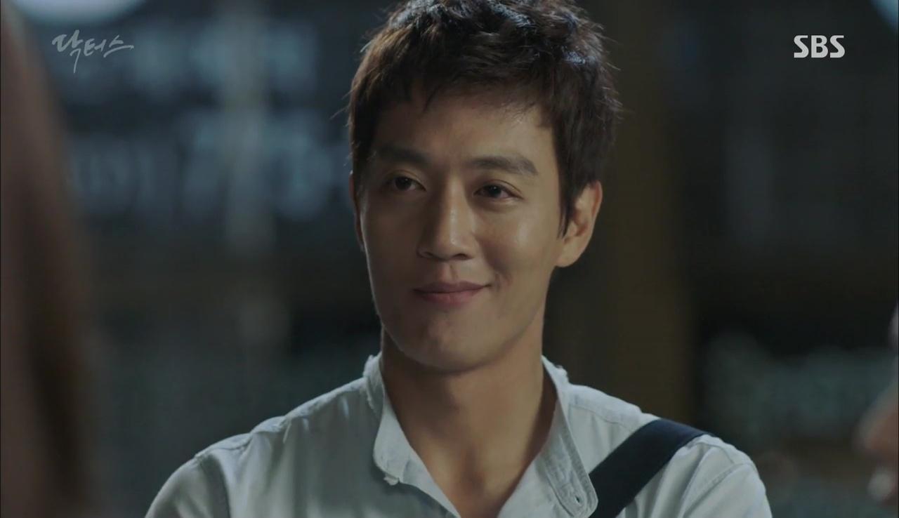 """""""Doctors"""": Kim Rae Won có thật sự cho Park Shin Hye ăn roi mây? - Ảnh 28."""