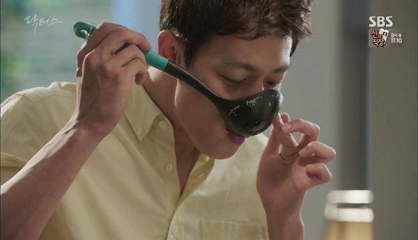 """""""Doctors"""": Vừa từ chối Lee Sung Kyung, Yoon Kyun Sang đã bị bà cô cưa cẩm - Ảnh 25."""