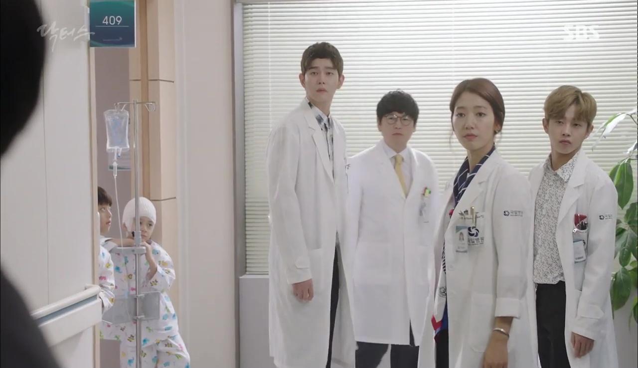 Doctors: Tí nữa thôi, Kim Rae Won – Park Shin Hye đã có cảnh giường chiếu - Ảnh 32.