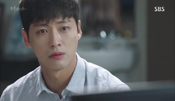 """""""Doctors"""": Vừa từ chối Lee Sung Kyung, Yoon Kyun Sang đã bị bà cô cưa cẩm - Ảnh 33."""