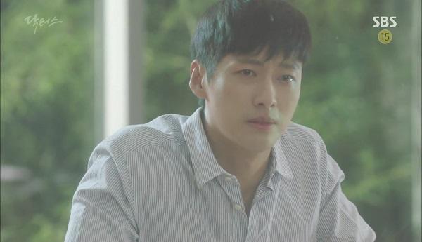 """""""Doctors"""": Vừa từ chối Lee Sung Kyung, Yoon Kyun Sang đã bị bà cô cưa cẩm - Ảnh 35."""