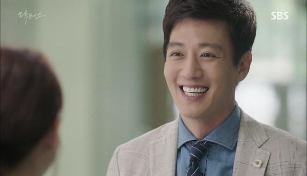 """""""Doctors"""": Vừa từ chối Lee Sung Kyung, Yoon Kyun Sang đã bị bà cô cưa cẩm - Ảnh 18."""