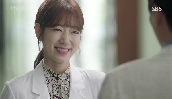 """""""Doctors"""": Vừa từ chối Lee Sung Kyung, Yoon Kyun Sang đã bị bà cô cưa cẩm - Ảnh 19."""