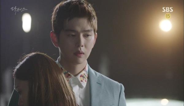 """""""Doctors"""": Vừa từ chối Lee Sung Kyung, Yoon Kyun Sang đã bị bà cô cưa cẩm - Ảnh 2."""