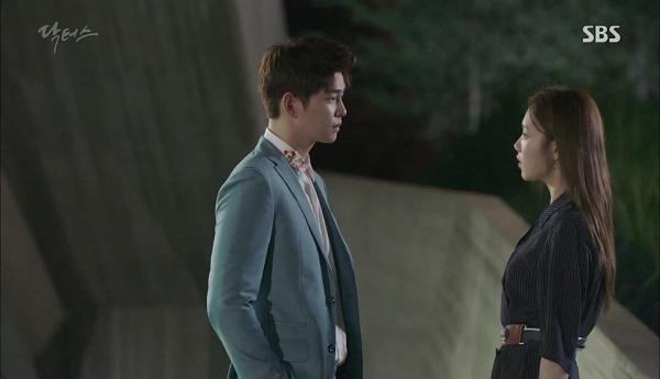 """""""Doctors"""": Vừa từ chối Lee Sung Kyung, Yoon Kyun Sang đã bị bà cô cưa cẩm - Ảnh 3."""
