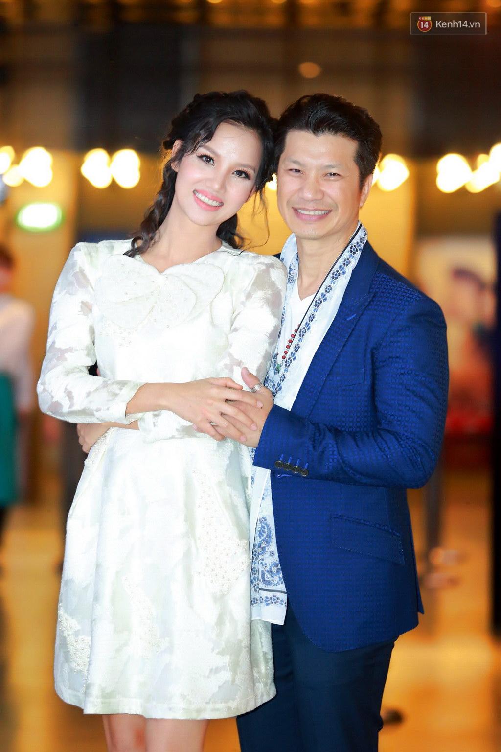 Fan Hà Nội vây quanh đôi tình nhân Minh Hằng - Quý Bình tại họp báo - Ảnh 7.