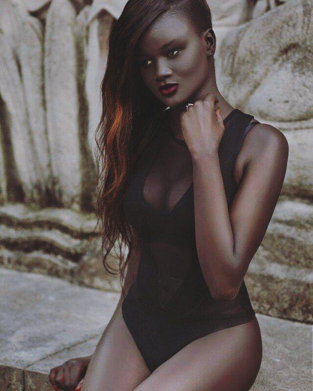 Bị bắt nạt suốt nhiều năm vì làn da sẫm màu như đồng đen, cô gái này vẫn trở thành người mẫu và tỏa sáng - Ảnh 2.