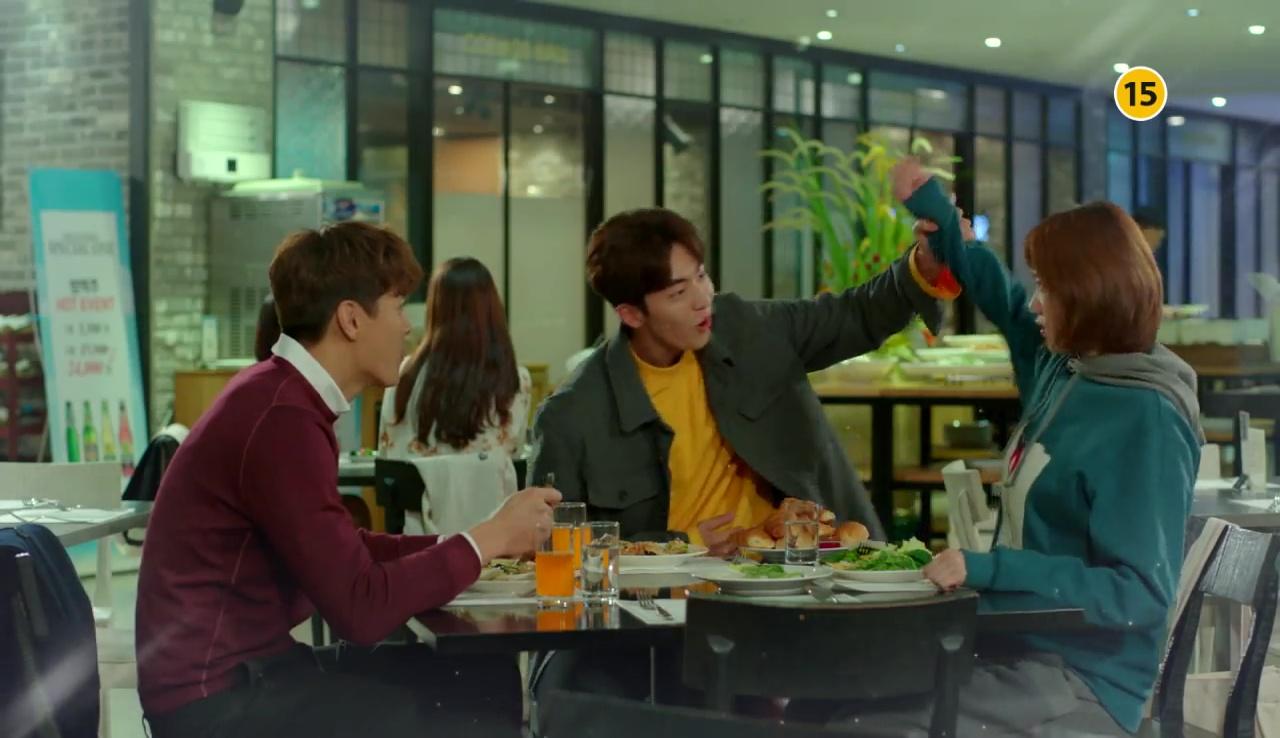 Tiên Nữ Cử Tạ: Cứ skin-ship thế này, Nam Joo Hyuk sẽ sớm phát ghen vì Sung Kyung! - Ảnh 3.