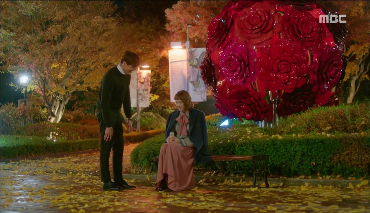 """""""Tiên Nữ Cử Tạ"""": Ngỡ được Lee Sung Kyung hôn, Nam Joo Hyuk đưa mặt hưởng thụ và nhận cái kết bất ngờ - Ảnh 2."""