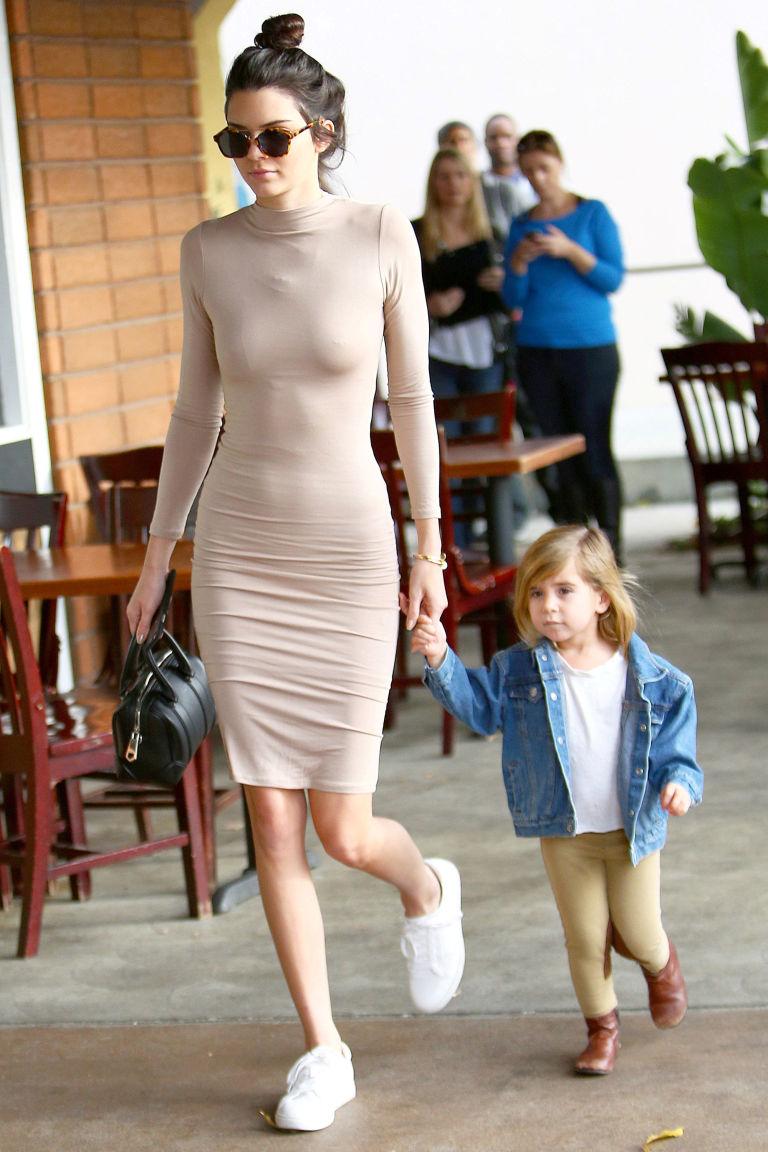 Chẳng phải Stan Smith hay Superstar, đây mới là mẫu sneaker trắng được Kendall, Gigi, Miranda mê nhất - Ảnh 5.