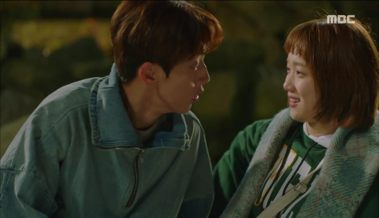 """""""Tiên Nữ Cử Tạ"""": Ngỡ được Lee Sung Kyung hôn, Nam Joo Hyuk đưa mặt hưởng thụ và nhận cái kết bất ngờ - Ảnh 5."""