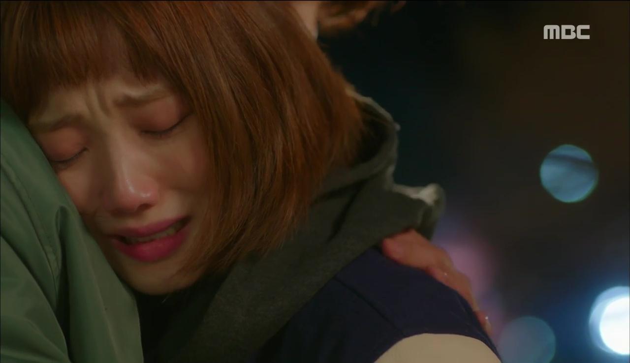 Tiên Nữ Cử Tạ: Sau tất cả, Lee Sung Kyung bật khóc nức nở trên vai Nam Joo Hyuk - Ảnh 2.