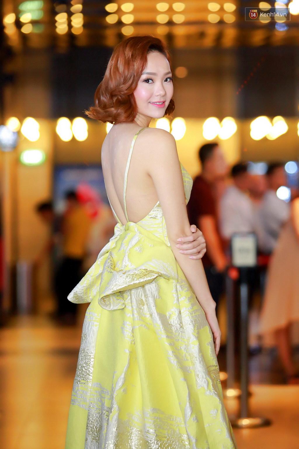 Fan Hà Nội vây quanh đôi tình nhân Minh Hằng - Quý Bình tại họp báo - Ảnh 2.