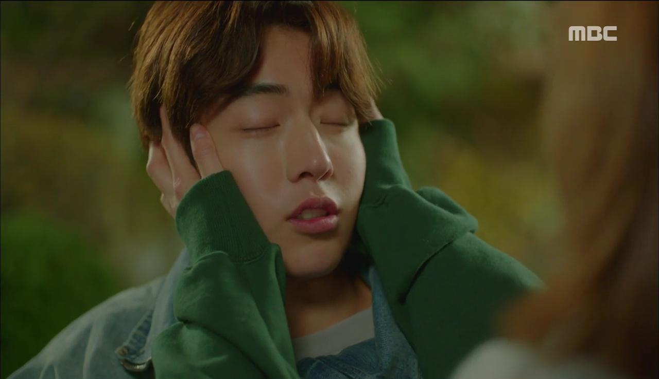 """""""Tiên Nữ Cử Tạ"""": Ngỡ được Lee Sung Kyung hôn, Nam Joo Hyuk đưa mặt hưởng thụ và nhận cái kết bất ngờ - Ảnh 7."""