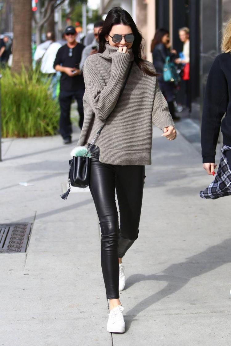 Chẳng phải Stan Smith hay Superstar, đây mới là mẫu sneaker trắng được Kendall, Gigi, Miranda mê nhất - Ảnh 8.