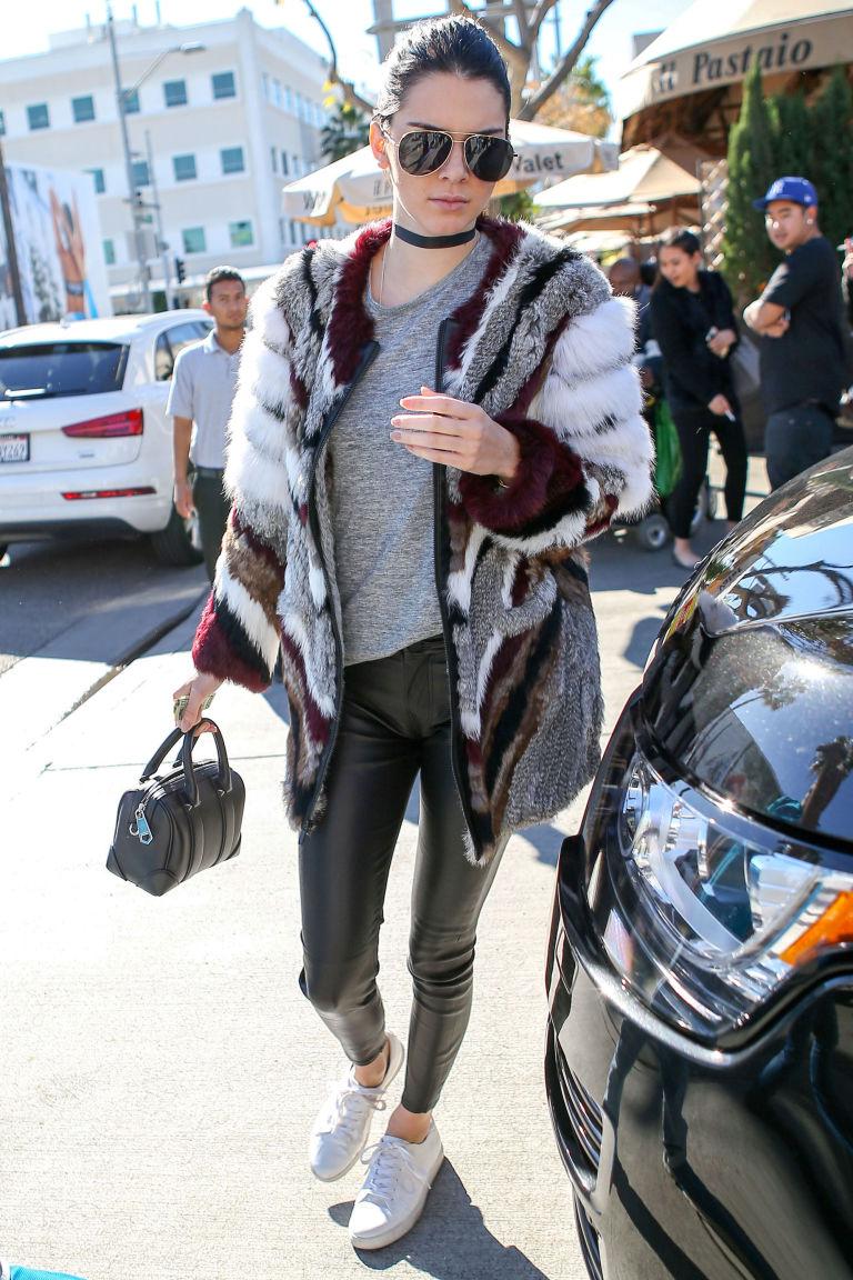 Chẳng phải Stan Smith hay Superstar, đây mới là mẫu sneaker trắng được Kendall, Gigi, Miranda mê nhất - Ảnh 10.