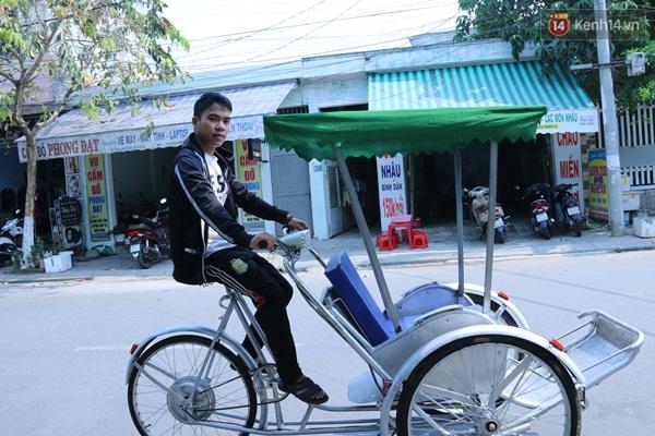 Bộ 3 sinh viên Đà Nẵng ăn mì tôm, dành tiền chế tạo xích lô chạy bằng năng lượng mặt trời - Ảnh 2.