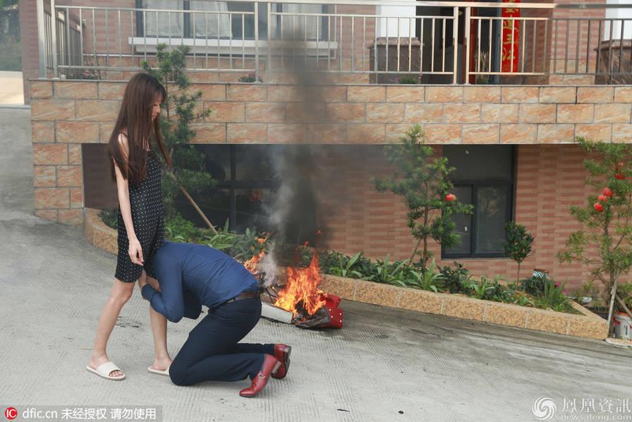 Nữ sinh Đại học đốt đống túi hàng hiệu Louis Vuitton, Prada, Hermes... để đòi ly hôn với chồng giàu - Ảnh 4.