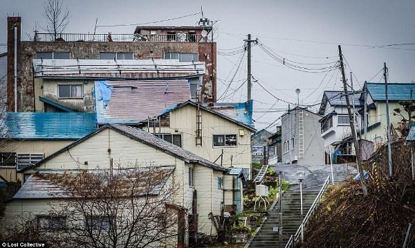 """Những bức hình đầy ám ảnh về thành phố ma tại Nhật Bản - Ảnh 1. """""""