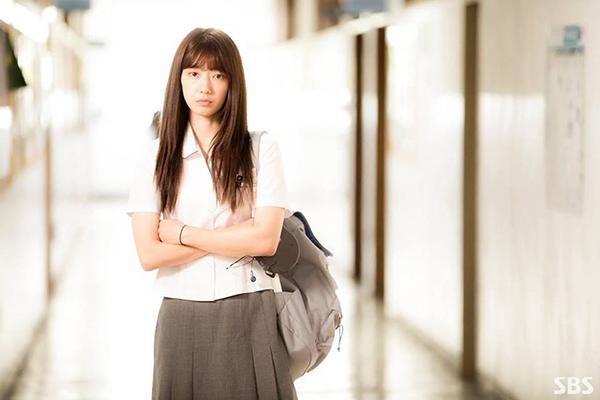 Đài SBS chơi trội, hé lộ tuổi thơ đen tối của Park Shin Hye lên mạng - Ảnh 1.